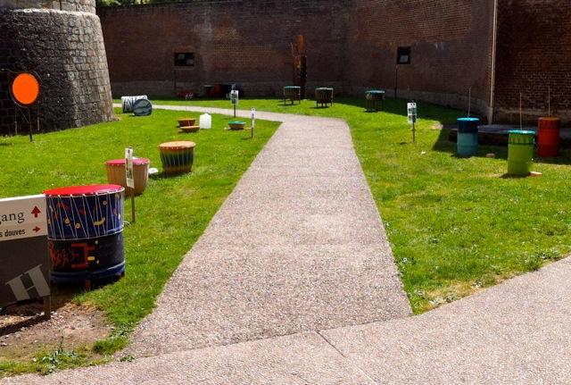 Ljeux musicaux recyclage ducation l 39 environement for Objet deco exterieur jardin